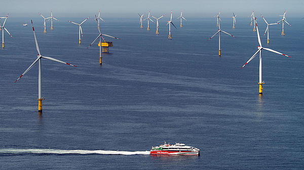 Halunder Jet in front of offshore windpark